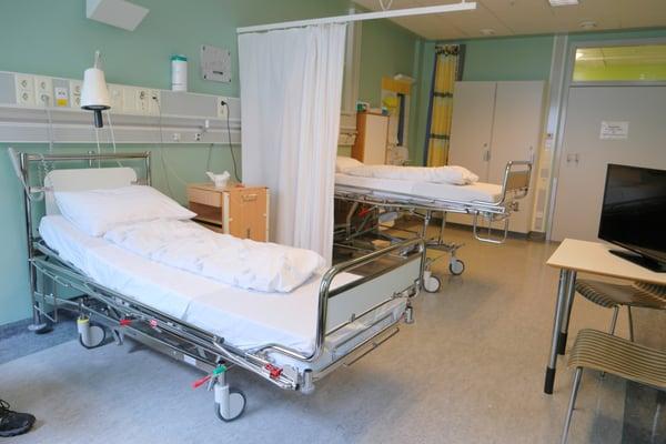 doctor-hospital-hospital-bed-444890