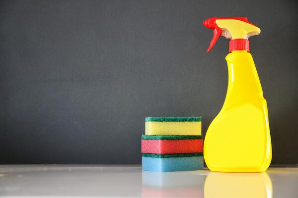 glass-color-washing-bottle-yellow-toy-987870-pxhere.com