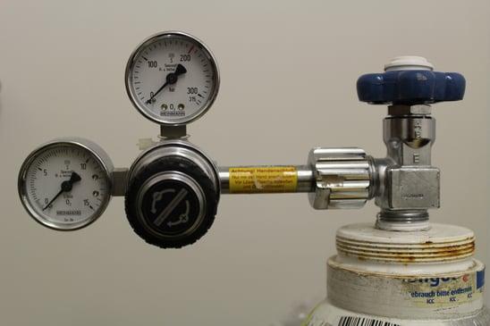 machine-bottle-gauge-product-help-hospital-905966-pxhere.com
